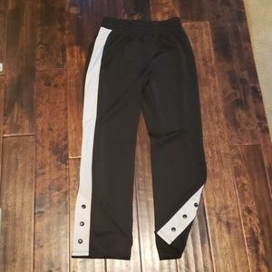 JOGGERS WITH WHITE STRIPE AND 3 SNAPS